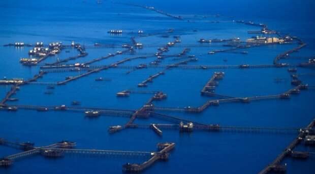Нефтяные Камни - город на воде в Азербайджане.