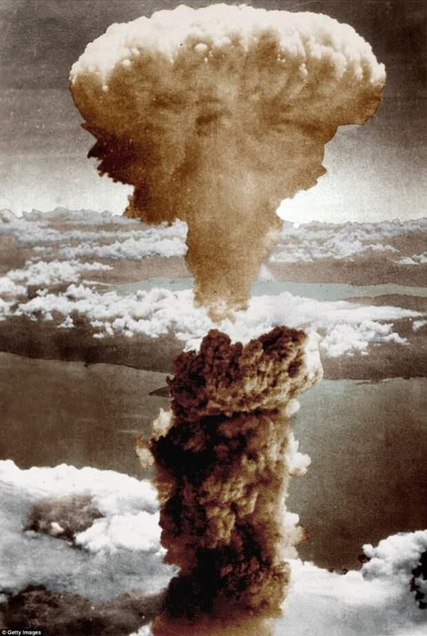 Атомный гриб над Нагасаки