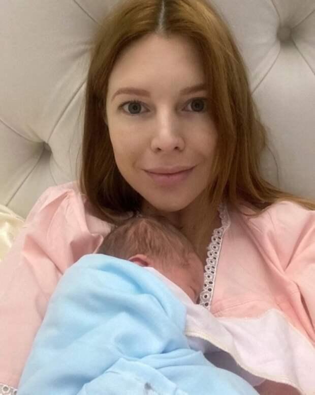 Наталью Подольскую выписали из роддома после вторых родов