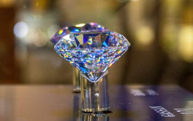 Вот почему алмазы такие дорогие. Оказывается, нас попросту дурят!