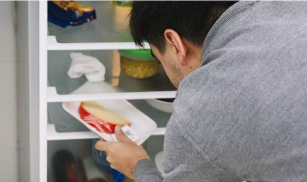 Шеф-повар объяснил, почему многие пользуются морозилкой неправильно