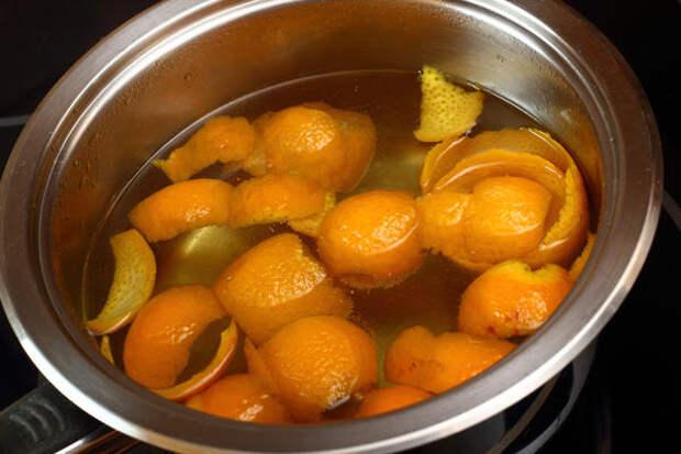 Из апельсиновой кожуры можно приготовить освежитель для уличного туалета