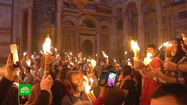 Ключник храма Гроба Господня считает схождение Благодатного огня настоящим чудом