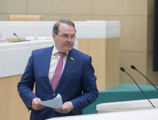 «Нечего прятаться на Украине»: сенатор Морозов готов к дуэли с Березой в Сирии и Афганистане
