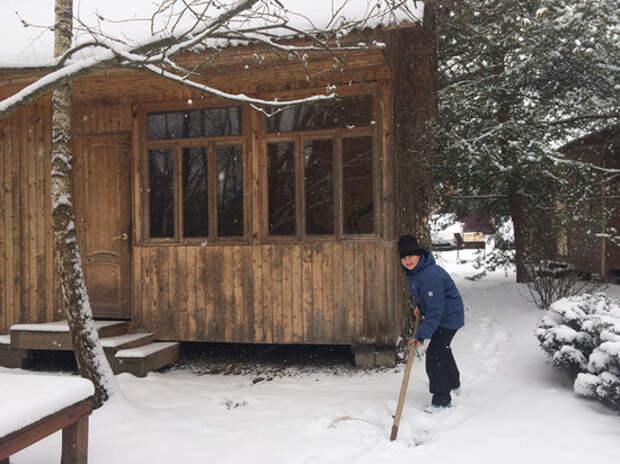 """""""Ходим в ведро, замерзли"""": москвичи сбежали на дачи от коронавируса"""