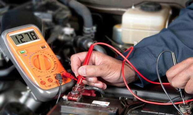 Проверяем аккумулятор, чтобы не встать на дороге.
