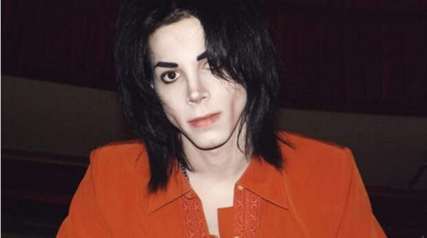 Чтобы стать похожим на своего кумира, поклонник Майкла Джексона потратил $ 42 тыс. на пластику