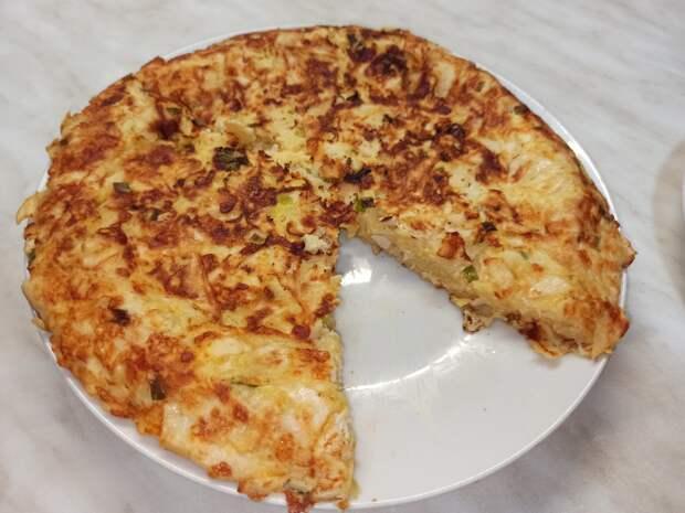 Ленивый пирог из лаваша с курицей и сыром. Пирог на сковороде