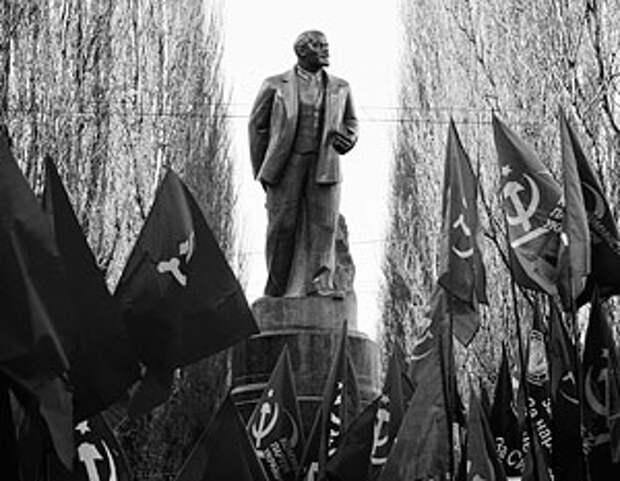 «Железный сплав нацистов и олигархии»