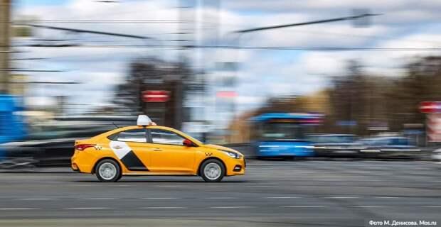 Собянин выделил средства на компенсацию бесплатной перевозки врачей на такси. Фото: М.Денисов, mos.ru