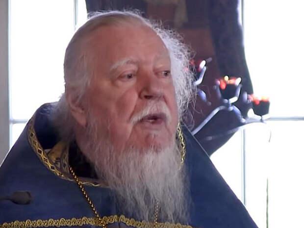Протоиерей Смирнов послал оставшихся без денег россиян «просить милостыньку»