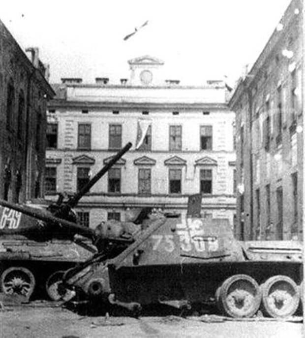СУ-85 и Т-34/85 в плену