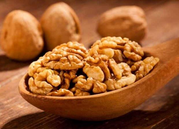 Диетологи утверждают: регулярное употребление грецких орехов - залог здоровой старости