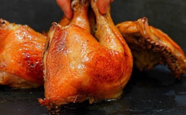 Секретный ингредиент для хрустящих куриных окорочков: делаем карамель из ложки сахара и добавляем чеснок