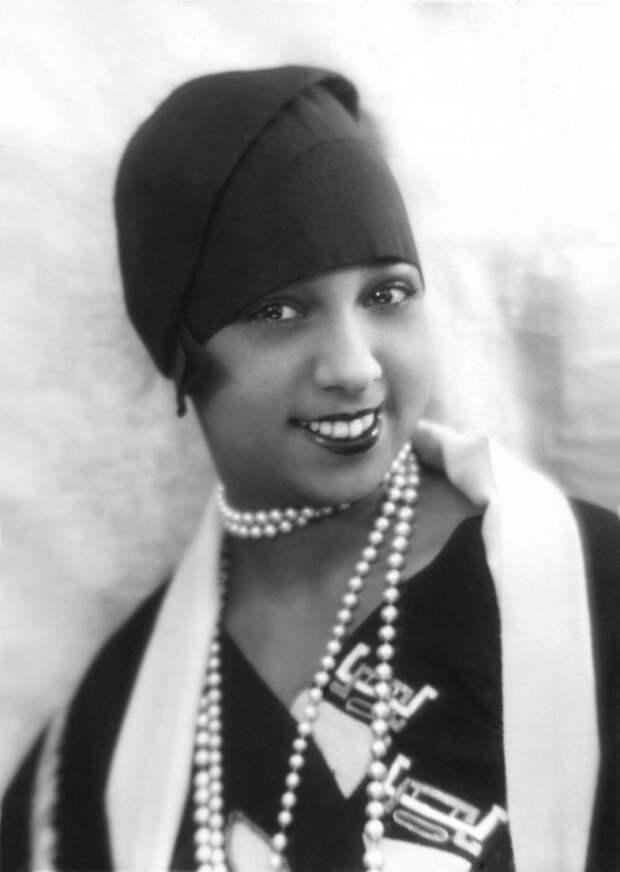Знакомьтесь, черная богиня бурлеска Жозефина Бейкер.