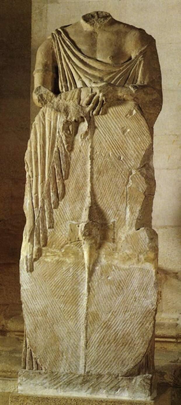 Статуя галльского воина из Мондрагона, II век до н. э. Музей Авиньона - Экипировка античных воинов: галлы | Военно-исторический портал Warspot.ru