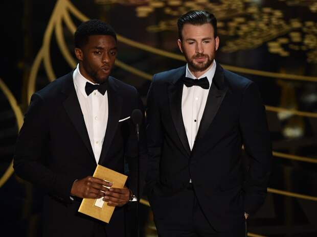 "Чедвик и Крис Эванс на церемонии вручения премии ""Оскар"", 2016 год"