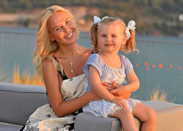 8 самых красивых италантливых дочек звездных мам