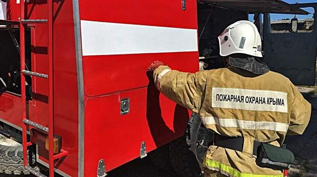 В Крыму спасатели потушили частный дом с газовыми баллонами