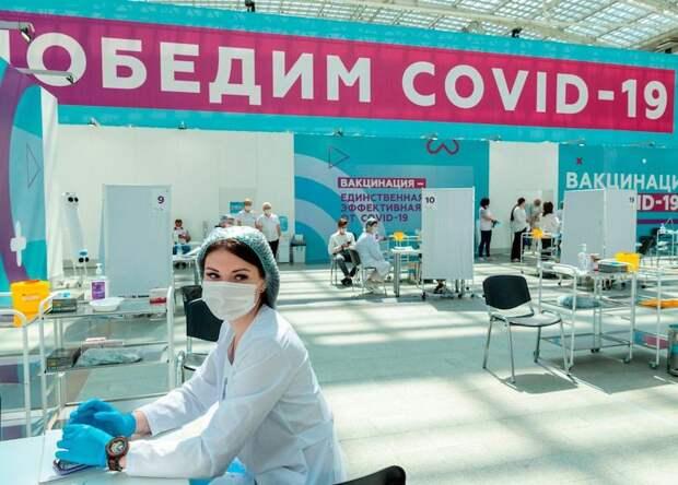 Вакцинация от COVID-19. Один из крупнейших прививочных павильонов в Европе