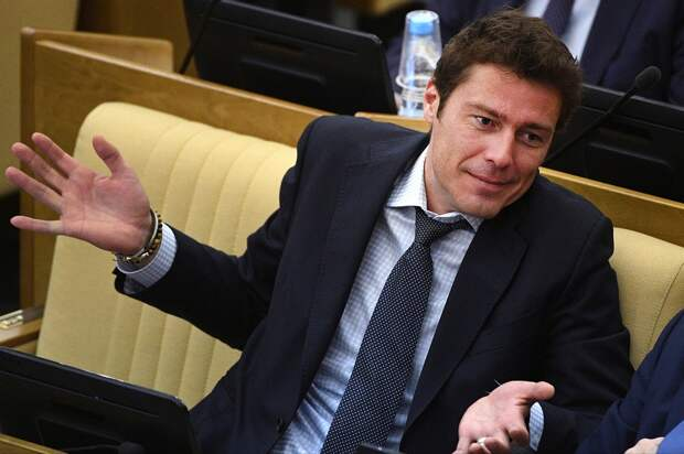 Сафин: «В90-е бабки стали появляться, нефть перла, пришел Путин. Сейчас нефть просела, проблемки всплывают»