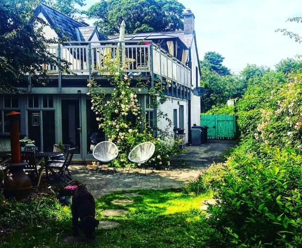Как выглядит дом мечты: уютный коттедж в сельской местности. Хозяйка просто и быстро освежила и облагородила участок