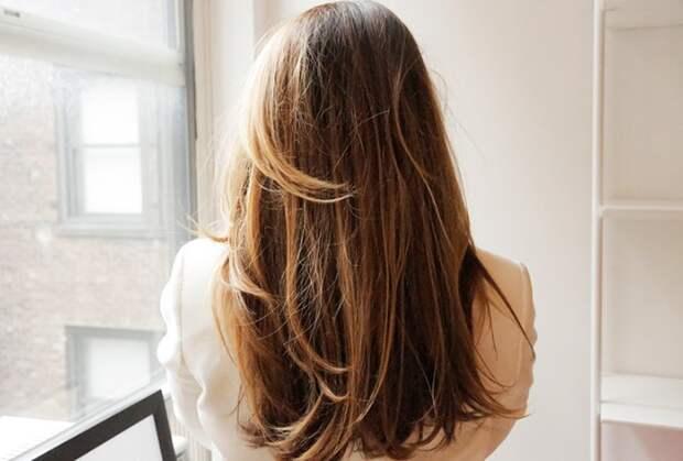 Наносить мыльный раствор на окрашенные волосы следует с осторожностью / Фото: gigbi.com