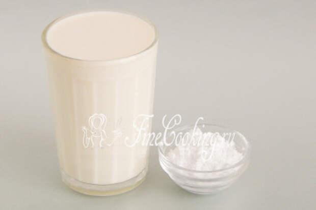 Для этого берем 250 миллилитров жирных (32-35%) сливок и 1 столовую ложку сахарной пудры