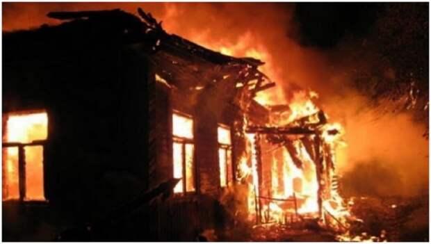 В Макеевке во время пожара в доме на ул. Театральная погиб мужчина