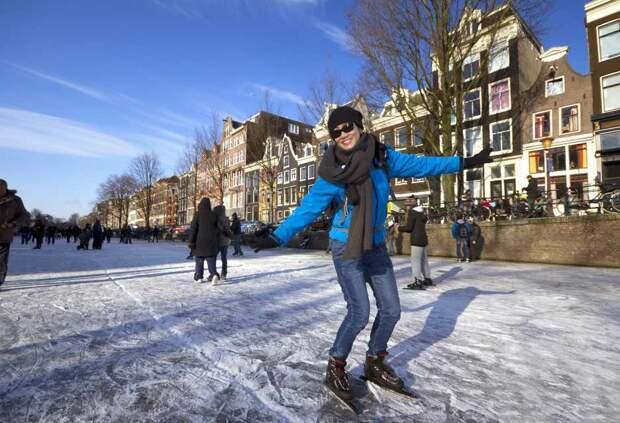 Каток на каналах Амстердама