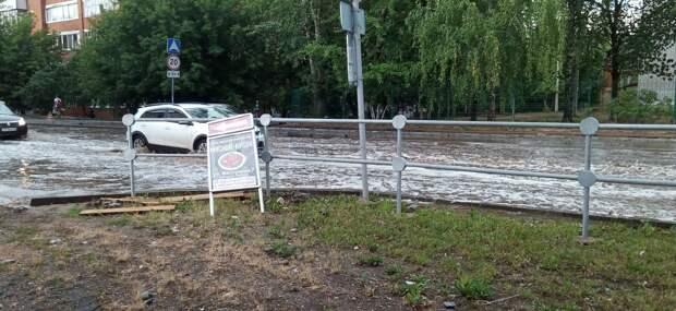 Из-за продолжительного дождя в Ижевске затопило улицу Восточную
