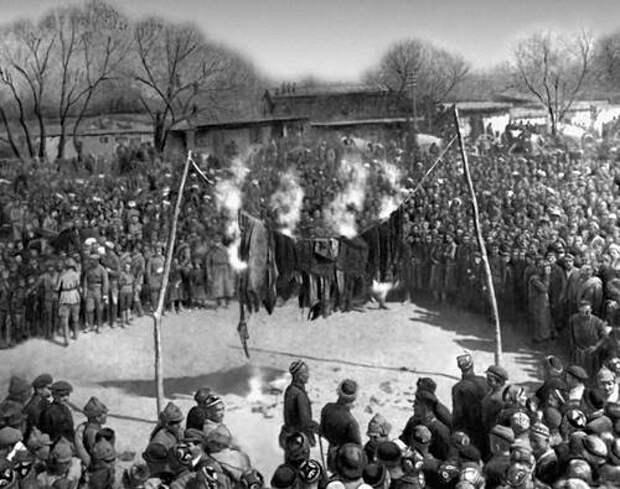 Сжигание паранджей во время митинга, 8 марта 1927 года, Андижан, Узбекская ССР