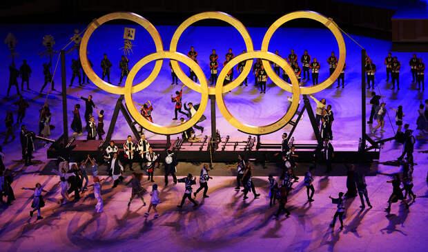 Полуголые знаменосцы, 1488 залпов салюта и протесты у стадиона. Как прошла церемония открытия Олимпиады в Токио