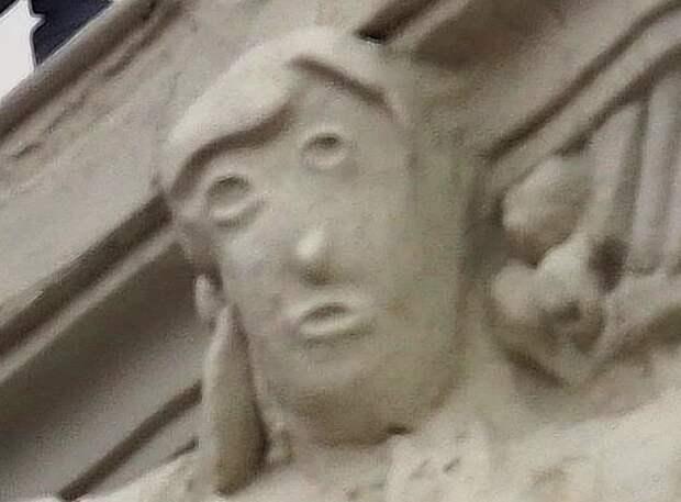 «Мультяшная голова»: вИспании разгорелся скандал после реставрации старинной скульптуры