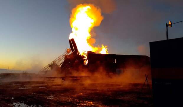 Гигантским факелом вспыхнул газовый фонтан набуровой вОренбургской области