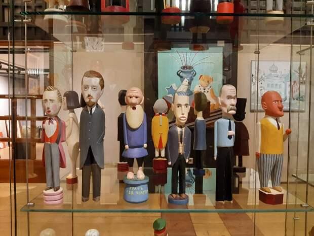 Русские писатели как щелкунчики