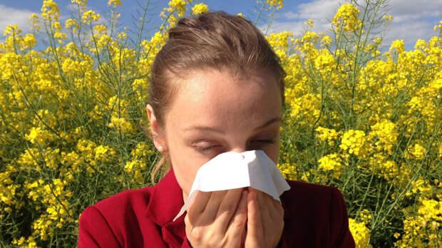 Психотерапевт объяснил связь между аллергией и социофобией