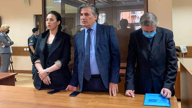 Ефремову дали 8 лет, под стражу взяли в зале суда