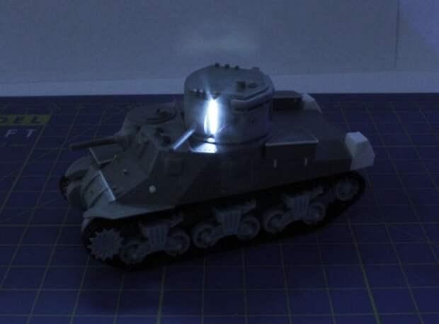 Масштабная модель танка M3 Lee CDL с подсветкой. | Фото: flickr.com.