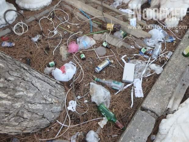 Парк Победы «утопает» в мусоре