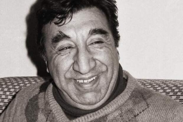 Когда камера выключалась, с лица Фрунзе Мкртчяна исчезала улыбка. И на то были веские причины…
