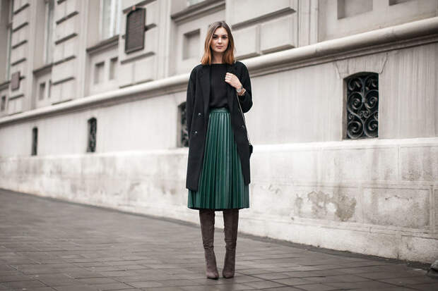 Тренд 2018: плиссировка. Как носить модные юбки и платья со складками?