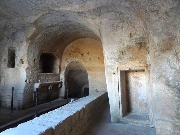 Старейший в мире пещерный город