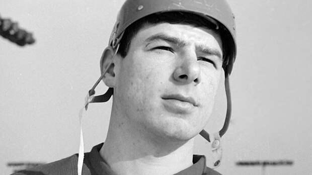Великий гол советского хоккеиста Харламова. В 21 год он добыл для сборной СССР важнейшую победу на чемпионате мира