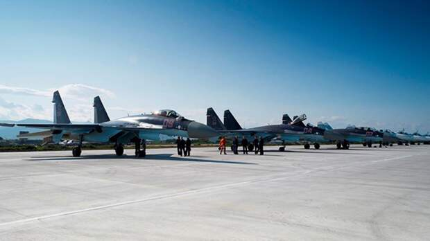 Пентагон оказался в неловкой ситуации из-за поздравления ВВС открыткой с российскими Су-27
