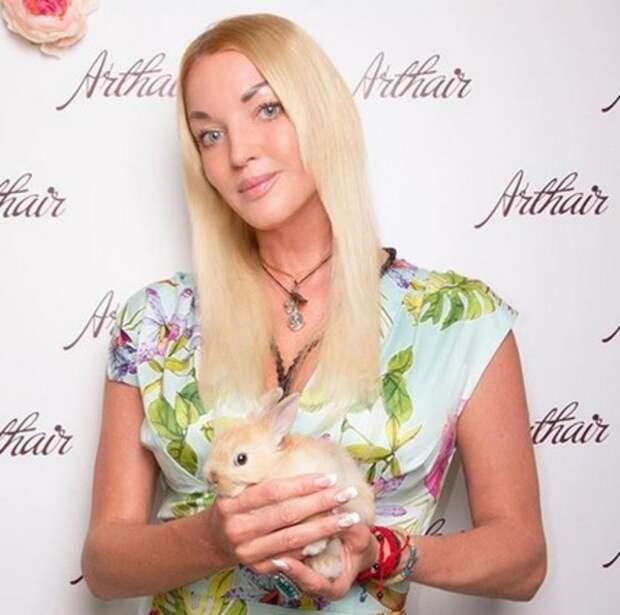 Лера Кудрявцева отругала Настю Волочкову за нового возлюбленного