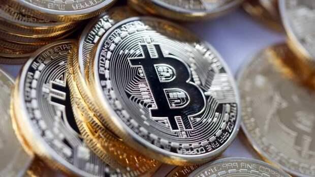 Биткоин рухнул уже на 30%: пузырь криптовалют сдувается