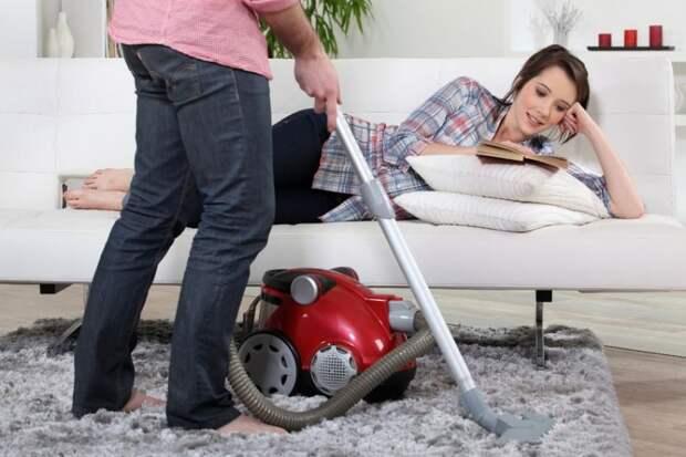 Что произойдёт, если мужчина начнёт выполнять «женскую» работу по дому