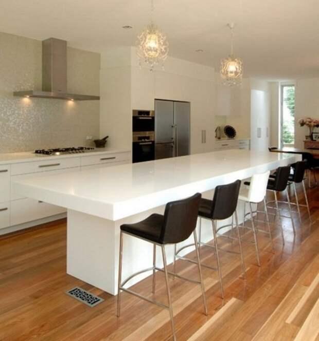 Барная стойка-остров в интерьере белой кухни
