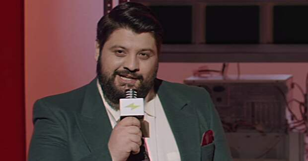 Тамби Масаев стал ведущим романтического ток-шоу из 90-х в рекламе «Эльдорадо»